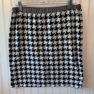 Ellen Tracy Skirt size Medium Black & White